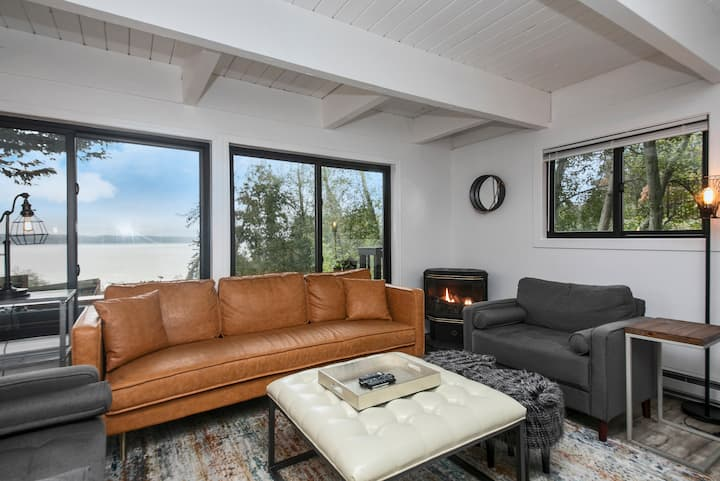 Water-view+2Bd/1Ba+Deck+Beach+Fire-pit+Local wine