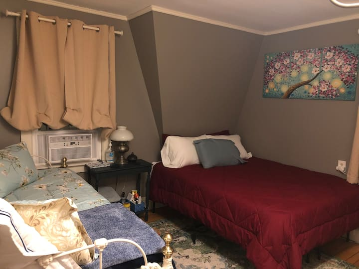Private Room in downtown Westerly, RI - Bedroom #1