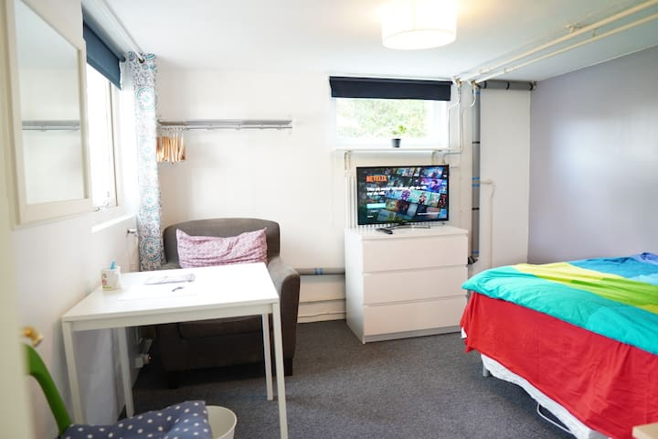 Room in house close to Gothenburg and Astra Zeneca