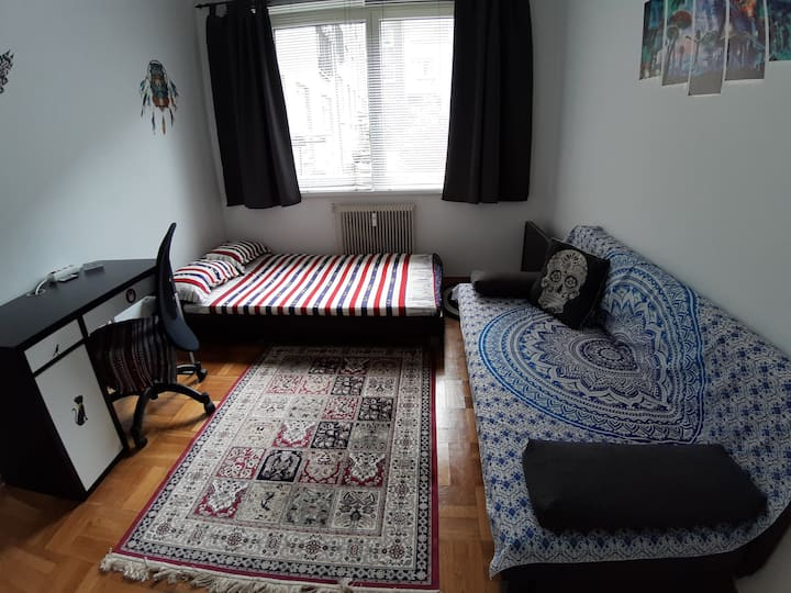Lovely room close to main station & city center