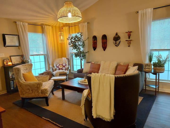 "The Cozy and Peaceful ""Carmine"" Room"