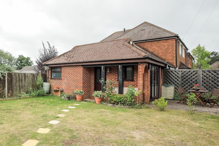 Modern, self contained garden studio in Guildford