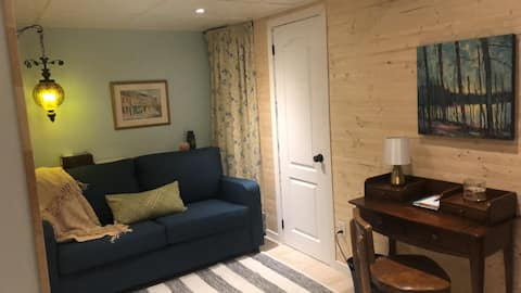 English Boudoir Suite - cozy and comfy