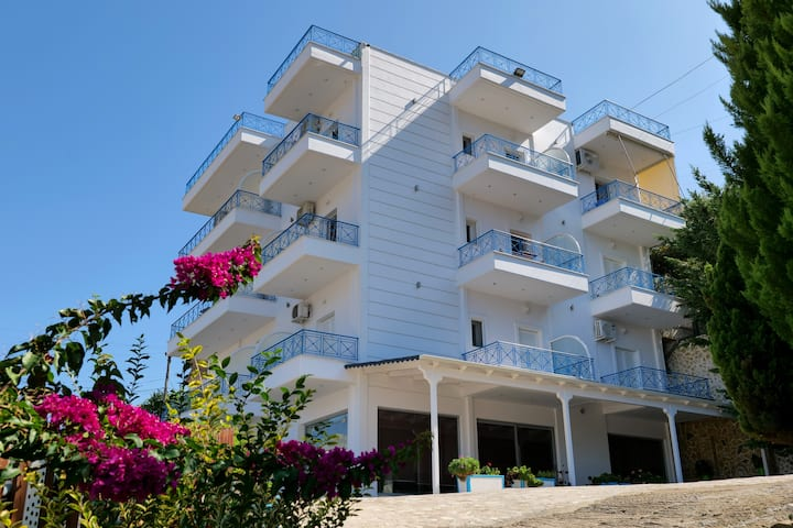 LOVELY SEA VIEW APARTMENT WITH FREE PARKING