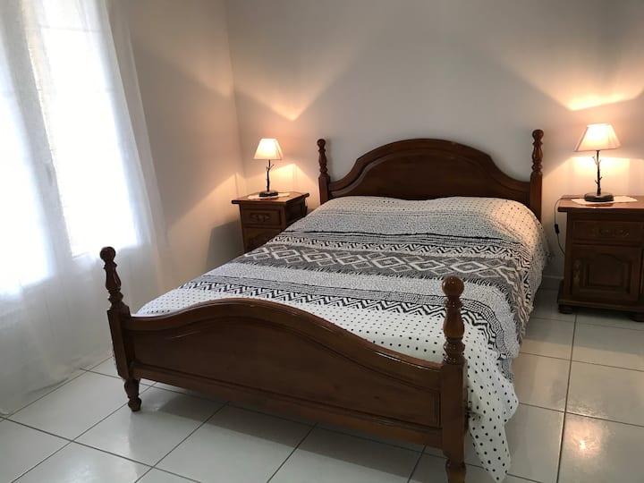 Chambre paisible avec terrasse, sur Mercues