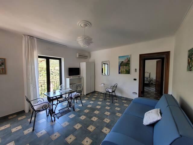 Soggiorno con divano letto - Living room with sofa bed