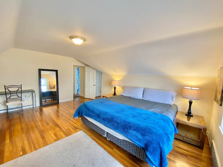 Gem W/ First Floor Bed/Bath Close to Cleve Clinic