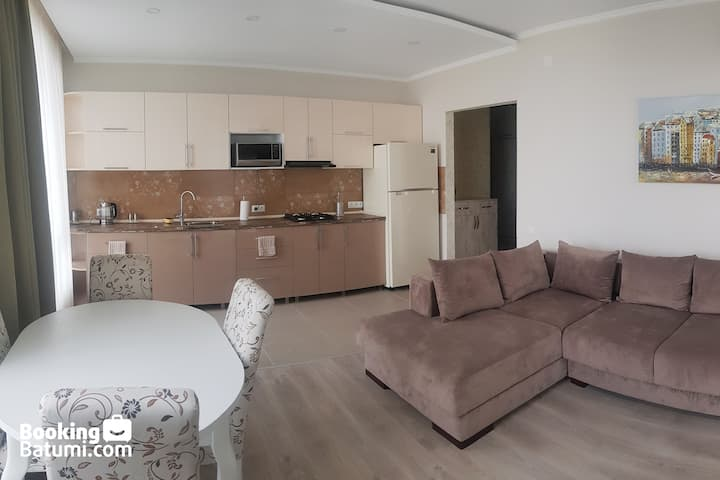 Spaceous Apartment 10 Minutes from the Beach