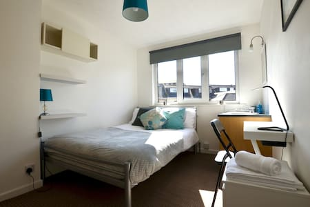 Sunny Room with Wifi, Suffolk Road