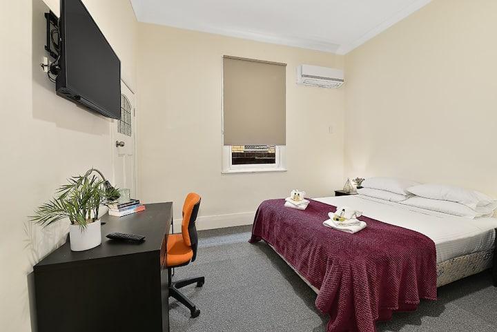Beautiful Ensuite Room in Brunswick