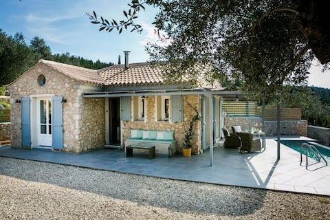 Aelia Cottage