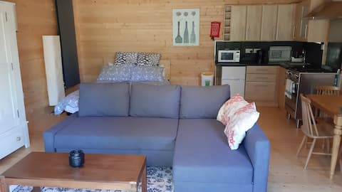 Lockerley Log Cabin Guesthouse