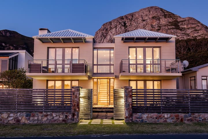 Seaside Luxury Villa in Hermanus with Pool