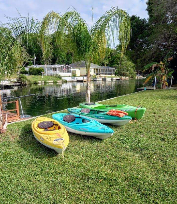 Stay at our Canal Cottage, Fast 400mbps internet