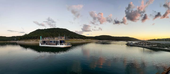 Stunning Houseboat With Picturesque Lake View - HB