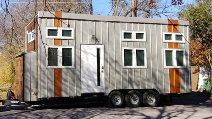 Modern Tiny Home on Lady Bird Lake w/ Elevator Bed