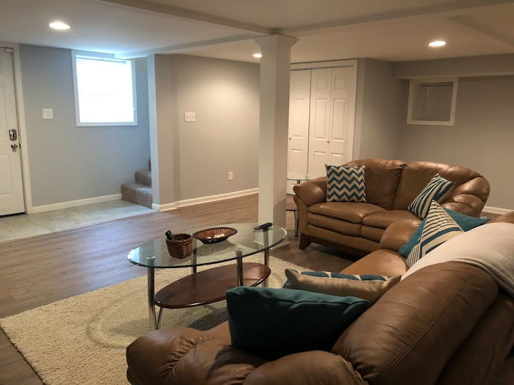 Spacious 1 Bedroom Suite Close to Downtown!