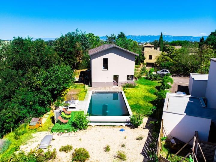 Maison d'architecte avec grande piscine privative
