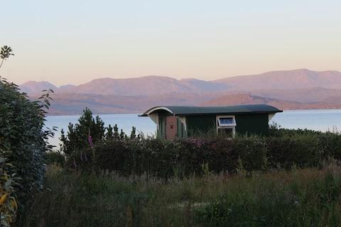 Juliette's -- peaceful hut on a croft, Wester Ross