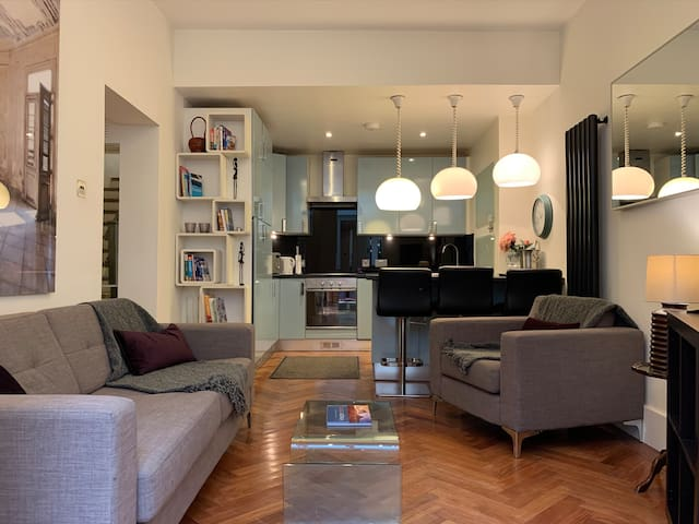 3 bd Hyde Park w/patio  seen on TV's House Hunters