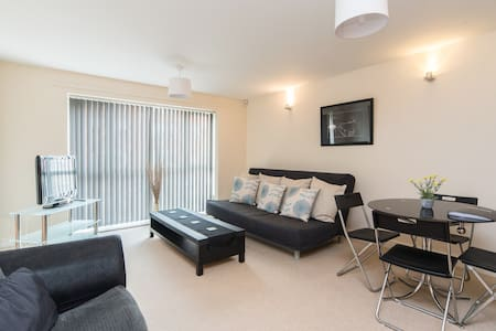 2 Bedroom Serviced City Centre Flat with Parking