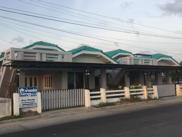 The Beachfront House (200 Sqm)
