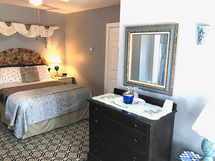 Romantic Getaway in New Hope -room 5