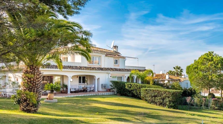 Beautiful 4 bedroom Golf Villa and private garden