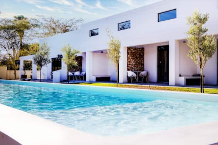 Karoo Retreat En-Suite Room 20m from Lap Pool
