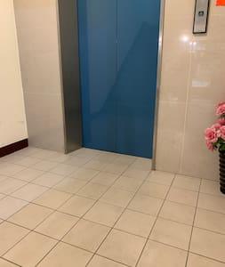 一樓電梯門口