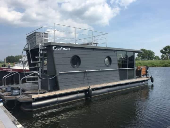 Houseboat Himmelblau in de Jachthaven Hattem