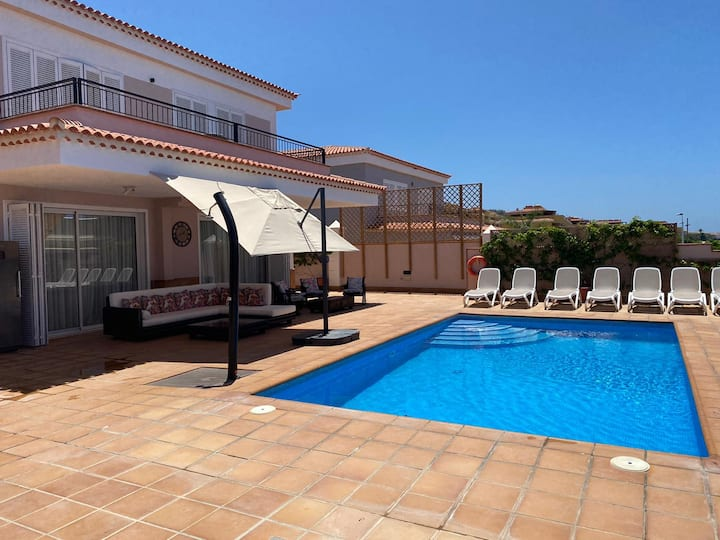 Detached Villa, Sleeps 10, South West of Tenerife