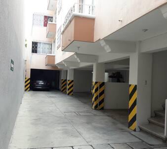 Acceso interior al edificio