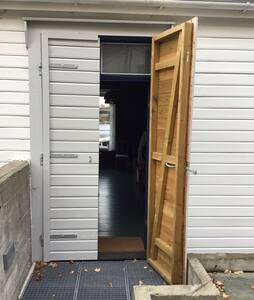 Inngangsdør, dobbel, 126cm. Ingen dørstokk.