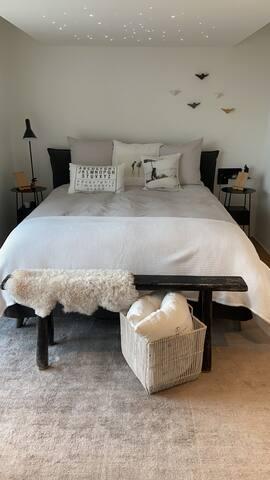 Schlafzimmer Chambre à coucher