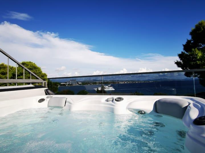 Penthouse with Jacuzzi, Sauna,  Pool,  Gym