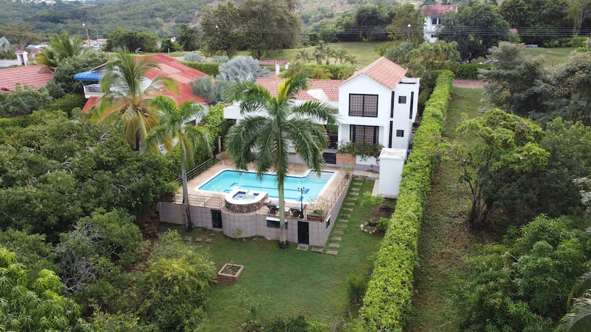 Amazing House Priv. Swimming Pool & Air Conditione
