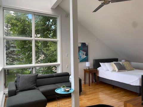 Lake & Mountain View GuestHouse