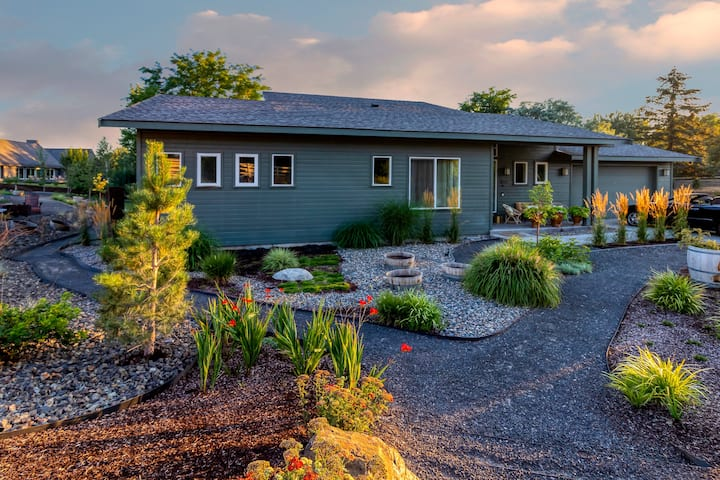 On Golden Pond, relax in Walla Walla wine country