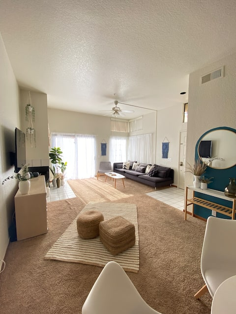 Sunny 2BR 2 Bath Condo in Palm Springs with view