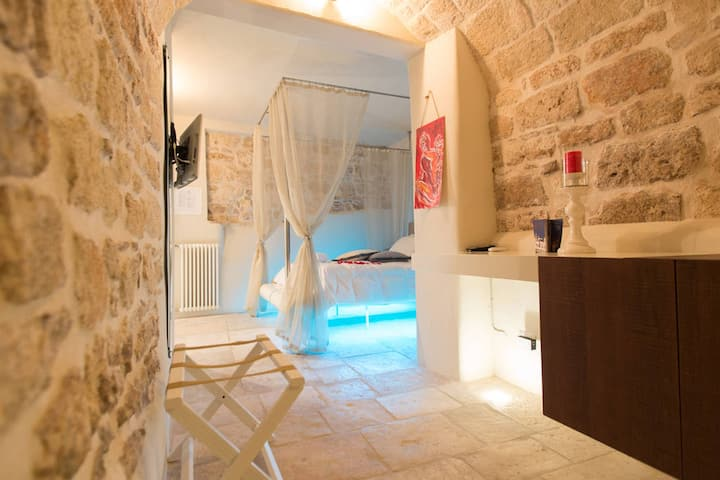 Antico Mondo Rooms & Suites : Camera matrimoniale in Grotta