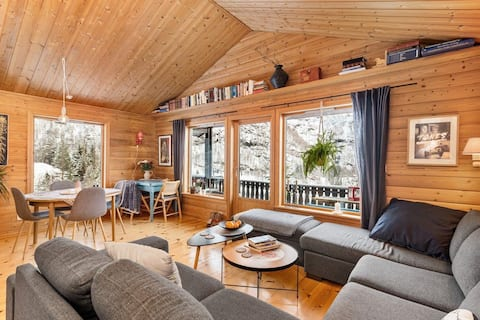 Spacious mountain cottage one hour from Bergen