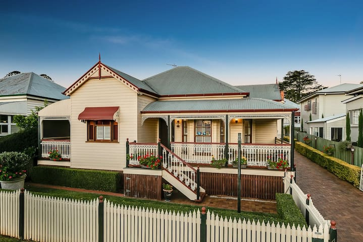 Toowoomba Homestays - two houses one location!