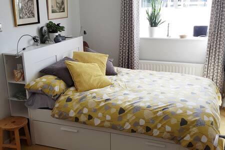 Sunny ground-floor double en suite