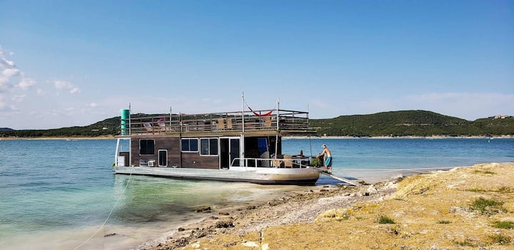 Houseboat with Amazing Lake Travis View  B&B
