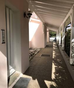 Sentiero d'ingresso illuminato