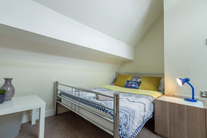 Private Bedrooms in City Centre Apartment (4)