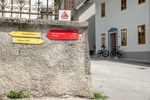 "Apartmaji-Utrinek ""At the post office"""