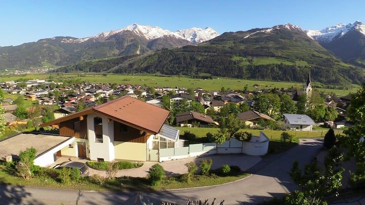 Vrijstaand Chalet met luxe wellness in Piesendorf