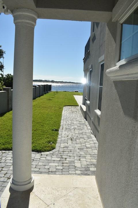 Il Rifugio private waterfront suite